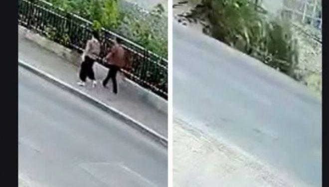 Kjo ndodh vetëm në Kinë: Shembet trotuari, çifti bie në gropë – (Video)