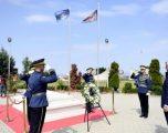 Para nisjes për në Hagë, Thaçi bën homazhe te varri i ish-presidentit Rugova
