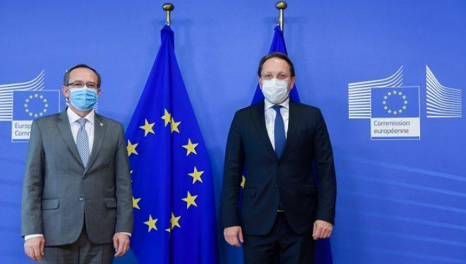 Hoti në takim me Komisionerin për Fqinjësi dhe Zgjerim, Oliver Varhelyi – flasin për procesin e liberalizimit të vizave