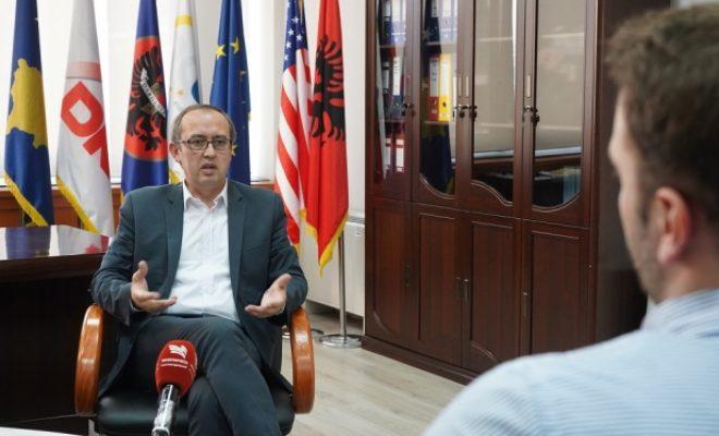 Hoti: S'kemi hy në dialog për marrëveshje për linjat e autobusëve por për njohje reciproke