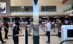 Zemaj viziton Aeroportin e Prishtinës dhe rikujton që ashpërsimi i masave do të vazhdojë