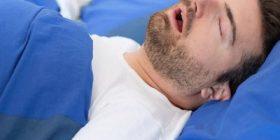 Njerëzit me apnea dhe gërhitje kanë tre herë më shumë gjasa të vdesin nga korona