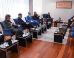 Hoti takon ambasadorët e QUINT-it dhe shefin e BE-së, nuk përmenden bastisjen në OVL UÇK