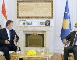 Thaçi pranoi letrat kredenciale nga ambasadori i ri hungarez, Jozsef Bencze