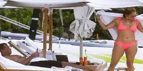 Djeg në bikini: Jay Lo perfekte edhe në fotot e paparacëve