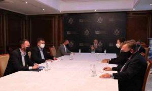 Kuçi e Abrashi takohen me delegacionin e DFC-së, flasin për projektet infrastrukturore