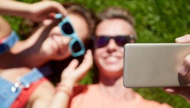 Si ndikon selfi në shëndetin mendor?