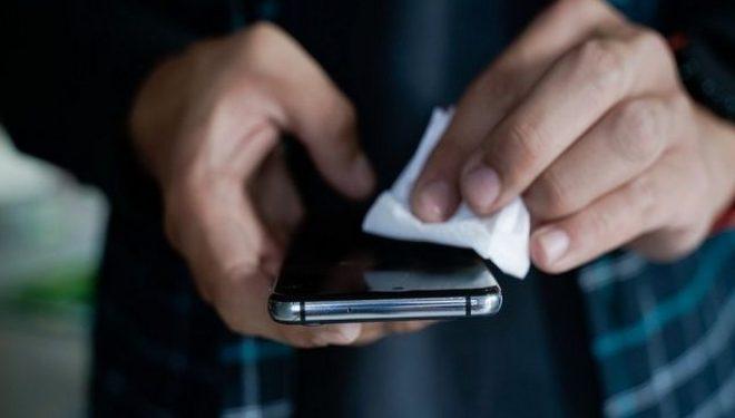 Koronavirusi mbijeton në telefona mobilë dhe kartëmonedha deri në 28 ditë