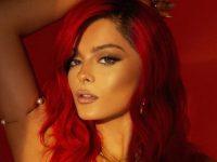 Bebe Rexha shfaq anën patriotike, krenohet që i bëri flokët kuq e zi