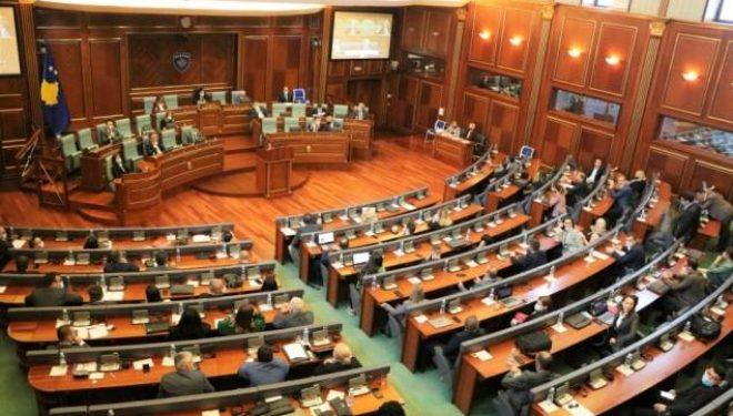 Deputeti i PDK-së: Politikanët për një grusht vota shkelin masat anti-COVID