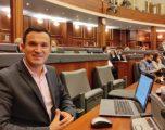 Deputeti i PDK për shkarkimet e Hotit: LDK nuk po përmbahet nga veprimet komuniste