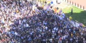 Mijëra njerëz para Shtëpisë së Bardhë, festojnë për Biden
