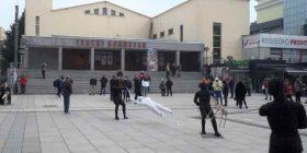 Numër i vogël i protestuesve kundër masave të reja të Qeverisë