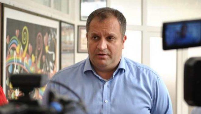 Ahmeti: Qeveria të bëj kërkesë tek ShBA-ja për 500 mijë vaksina