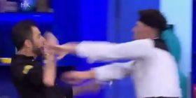 'Na çave k…, o by… m*ti'/ Nxehet konkurenti dhe përplas në tokë Renato Mekollin (VIDEO)