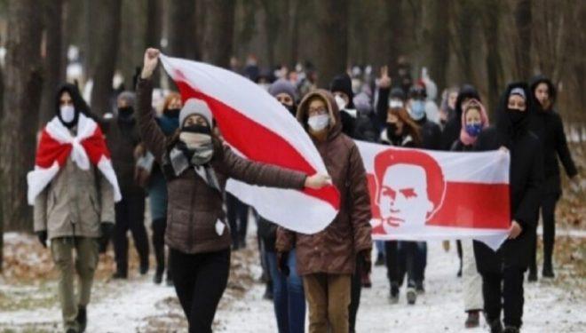 Mijëra bjellorusë demonstrojnë përsëri kundër Lukashenkos, dhjetëra të arrestuar