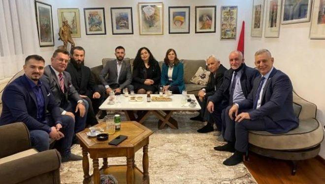 Osmani viziton familjen e Agim Ramadanit