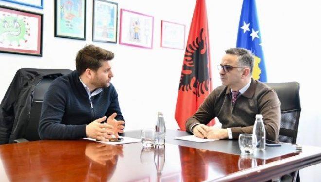 Tahiri takon drejtorin e KEDSI-it: Duam furnizim stabil me rrymë për Vitin e Ri