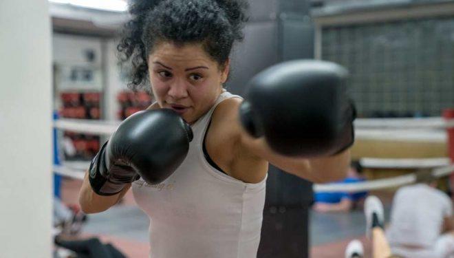 Dyshohet se rrahu për vdekje burrin e saj, arrestohet boksierja