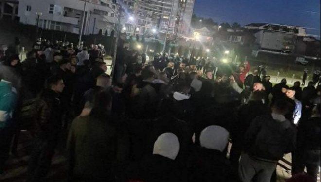 Protestojnë tifozët e klubit kosovar, kërkojnë dorëheqjen e presidentit, intervenon policia me arrestime
