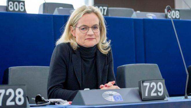 Von Cramon: BE'ja urgjentisht t'i reagojë Beogradit për pezullimin e adresave të shqiptarëve