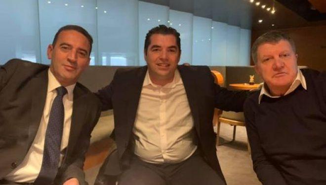 Bajram Hasani publikon foto me Milaim Zekën e Daut Haradinajn