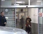 Policia e gjen burrin që e goditi gruan teksa po e nxirrte me karrocë nga QKUK'ja