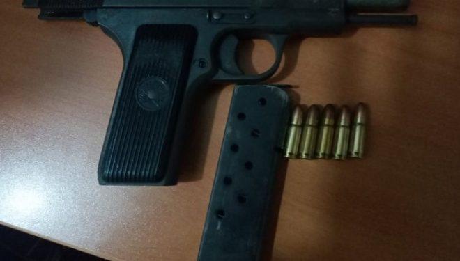 Sekuestrohet një revole – arrestohet i dyshuari për dhunë në familje