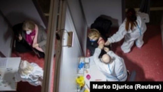 """""""Infodemia"""" dëmton suksesin e hershëm të vaksinimit në Serbi"""