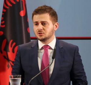 Cakaj thotë se nuk është dhe nuk synon të bëhet pjesë e asnjë partie politike në Kosovë