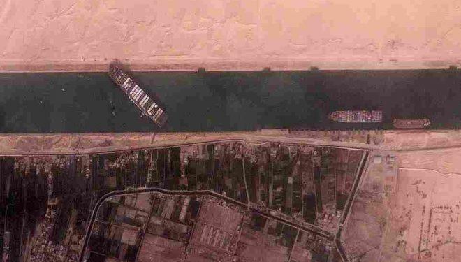 Anija gjigante bllokon kalimin në Kanalin e Suezit/ Pamjet satelitore mbi Detin e Kuq
