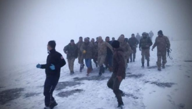 Rrëzohet helikopteri në Turqi, të paktën 9 ushtarë të vdekur