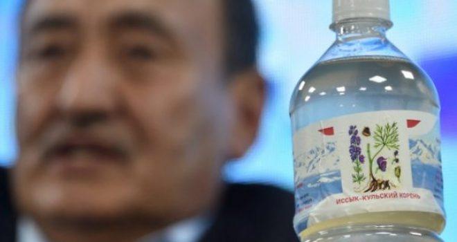Në Kirgistan pihet një ilaç i krijuar nga babai i presidentit, ekspertët paralajmërimeve se është vdekjeprurës