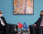 Ministri i Bujqësisë takohet me ambasadorin e Turqisë, theksohet bashkëpunim mes dy vendeve