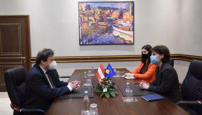Gërvalla takohet me ambasadorin e Austrisë në Kosovë Weidinger
