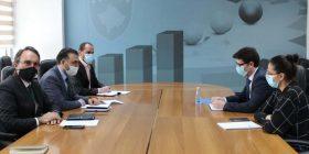 Klubi i Prodhuesve kërkon nga ministri Murati t'i mbështesë prodhuesit