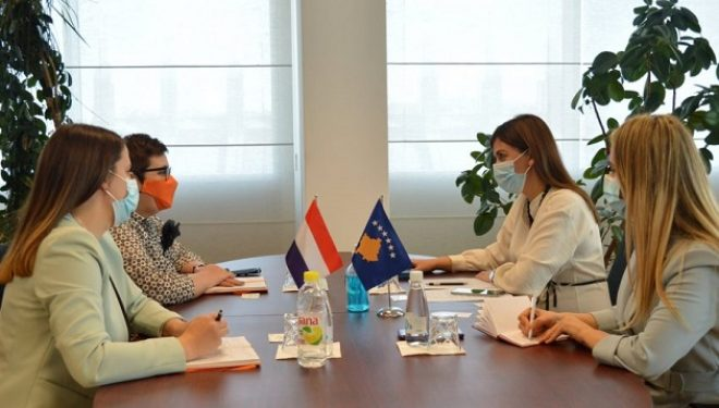 Haxhiu takohet me ambasadoren e Holandës