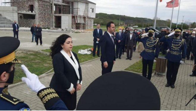 Osmani dhe Konjufca bëjnë homazhe në Mejë: Të pagjeturit prioritet yni
