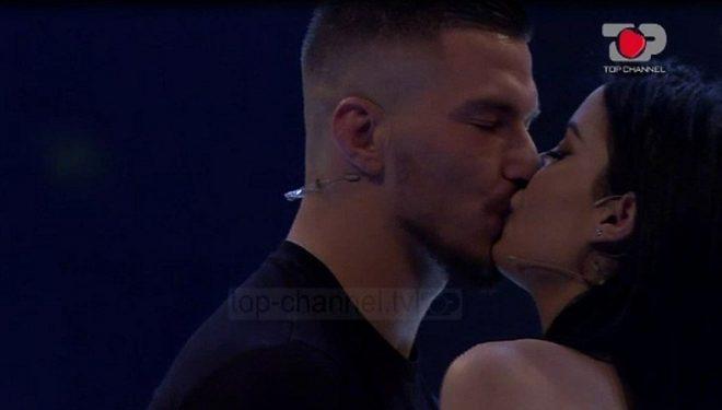 Jasmina dhe Andi më në fund u pajtuan me një puthje