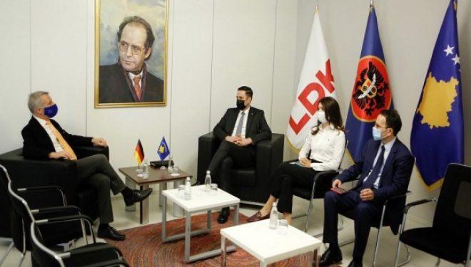 Abdixhiku takohet me ambasadorin Rohde, përmend liberalizimin e vizave