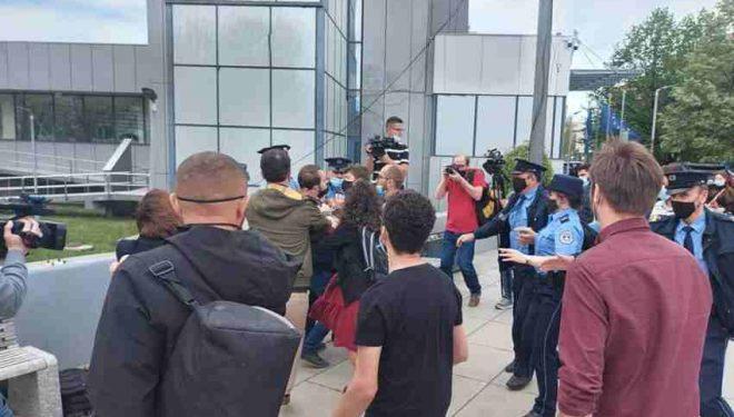 Policia ndërhyn në aktivitetin e PSD-së
