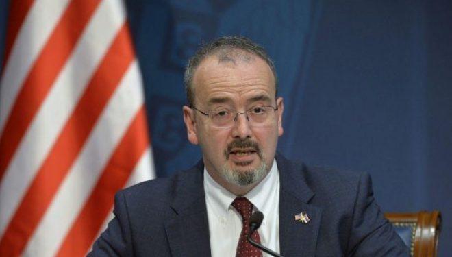 """""""Serbia u bombardua për ta parandaluar gjenocidin"""", ambasadori amerikan në linjë me ambasadorin gjerman"""