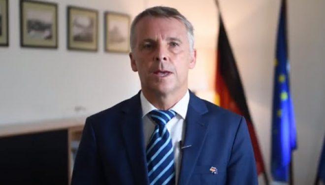 Ambasadori gjerman i del në mbrojtje Donika Gërvallës dhe i dënon zhvillimet e sotme në Kuvend