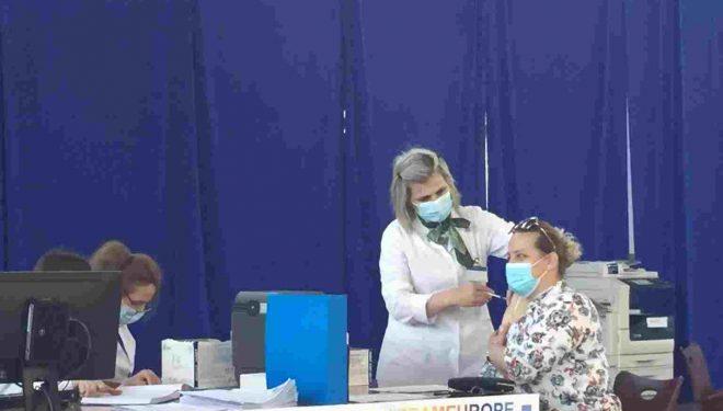 Për dy ditë vaksinohen 1 657 punonjës shëndetësorë