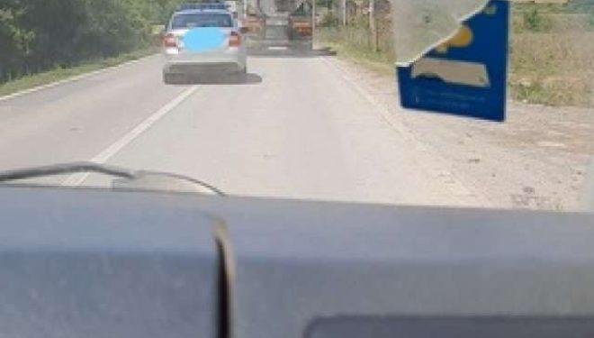Gjobitet zyrtari policor që tejkaloi në vijë të plotë në magjistralen Ferizaj-Gjilan