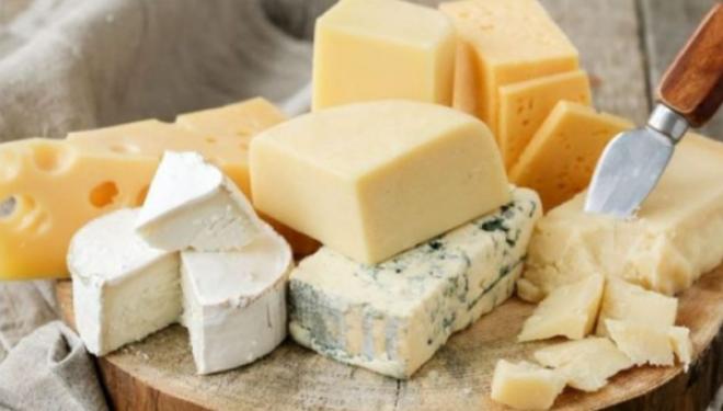 Si të kuptoni nëse djathi që blini është natyral apo me niseshte?