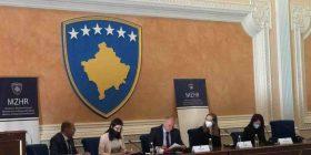Nënshkruhen kontratat -153 biznese përfitojnë 1.5 milionë €, do të punësohen 353 persona