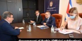 Serbia 'i fal' të gjitha autokracitë që nuk e njohin Kosovën