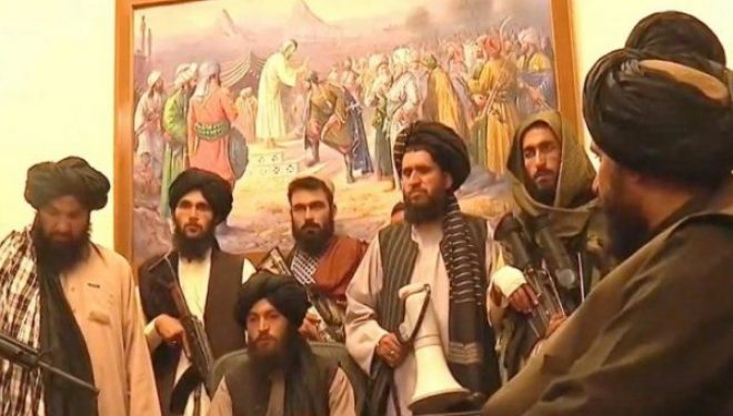 Talebanët nga pallati presidencial: Kush ka punuar me amerikanët nuk do ti vrasim