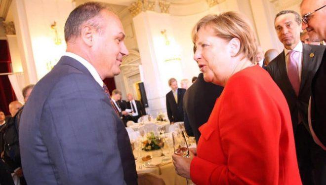 Hoxhaj: Merkel u bë bazamenti i politikës perëndimore karshi Serbisë
